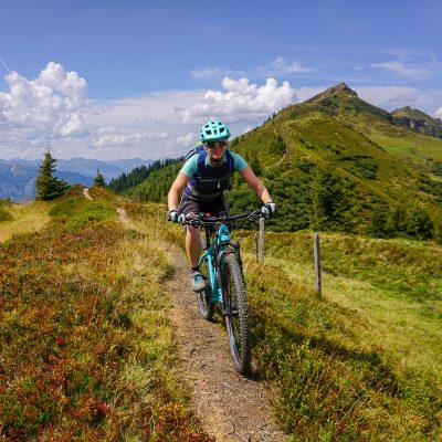 women mountainbike vakantie trail oostenrijk